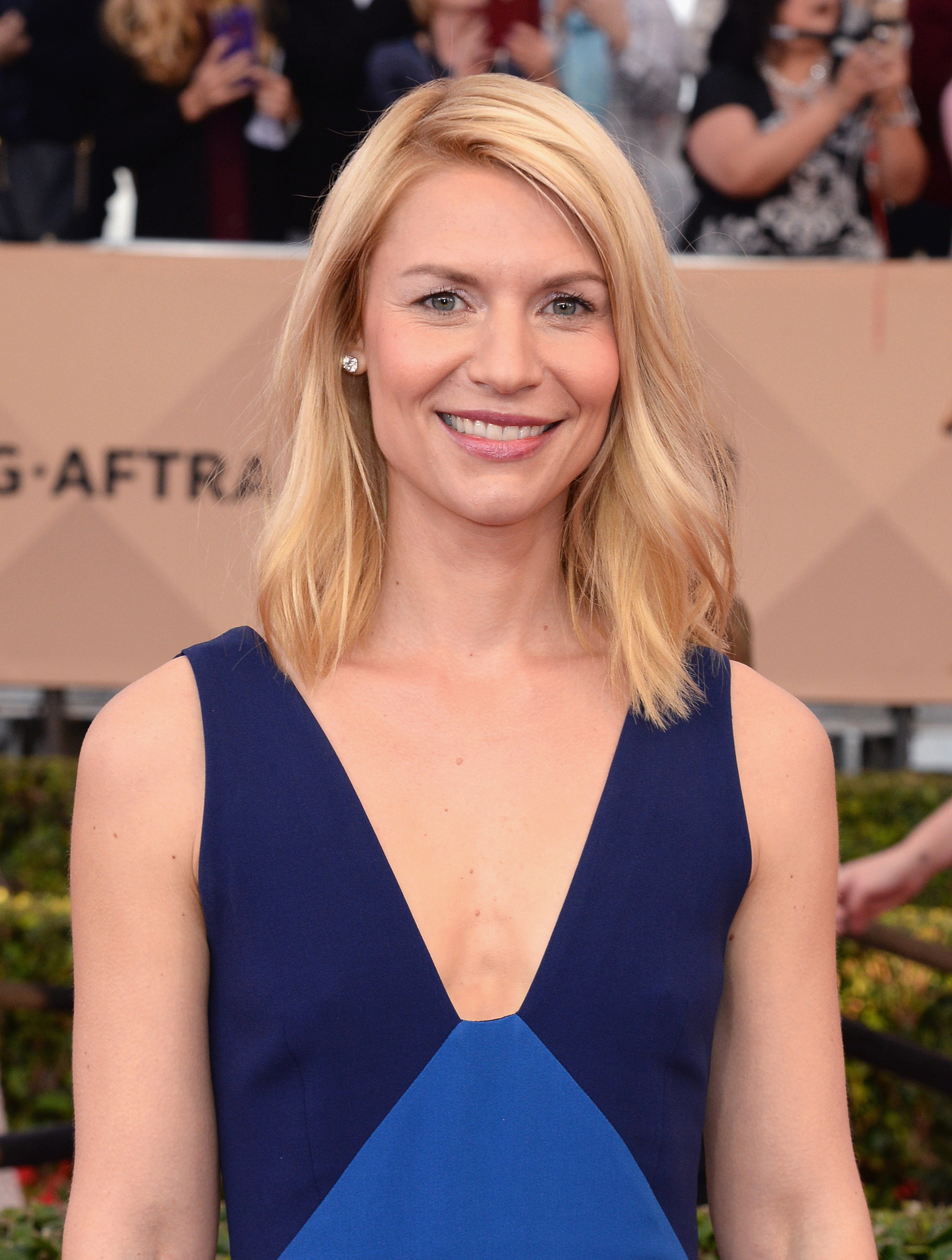 Claire Danes | See Every Breathtaking Beauty Look From the ... Claire Danes