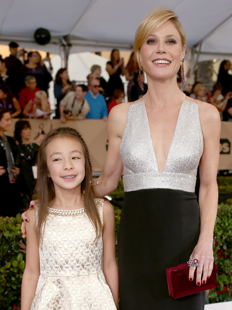 Aubrey Anderson-Emmons and Julie Bowen