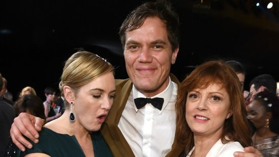Kate Winslet Is Super Impressed With Susan Sarandon's Cleavage, Can't Stop Herself From Touching It!