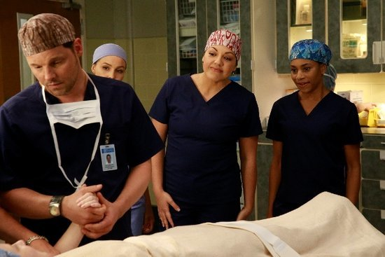'Grey's Anatomy' Episode 12.10 Photos: Callie and Maggie Perform a Risky Surgery