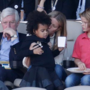 Gwyneth Paltrow Babysitting Blue Ivy at the Super Bowl 2016