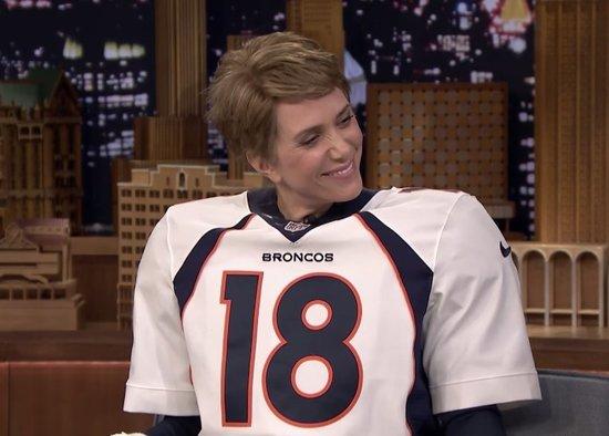 Kristen Wiig Does Peyton Manning