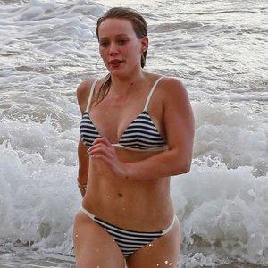 Hilary Duff Wearing a Bikini on the Beach in Hawaii Pictures