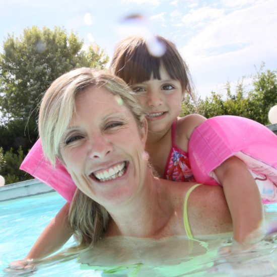 5-Year-Old Girl Saves Mom's Life in Swimming Pool
