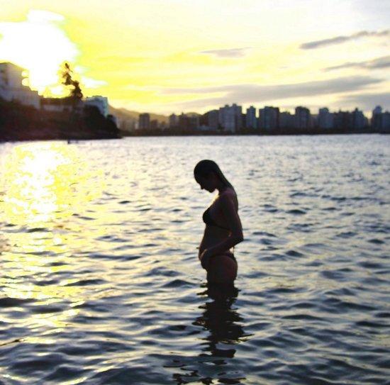 Candice Swanepoel Pregnancy Style