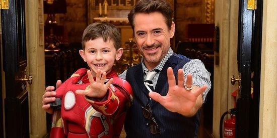 Robert Downey Jr. Visits Sick Kids At London Children's Hospital