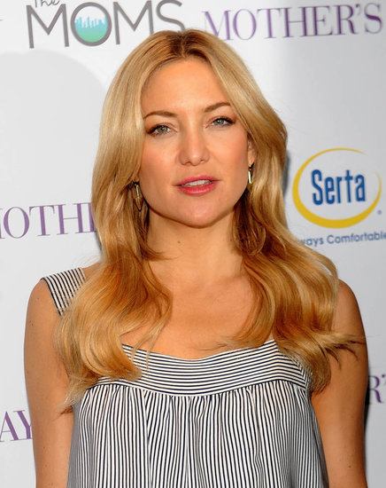 Kate Hudson and Jennifer Aniston in Mother's Day movie review