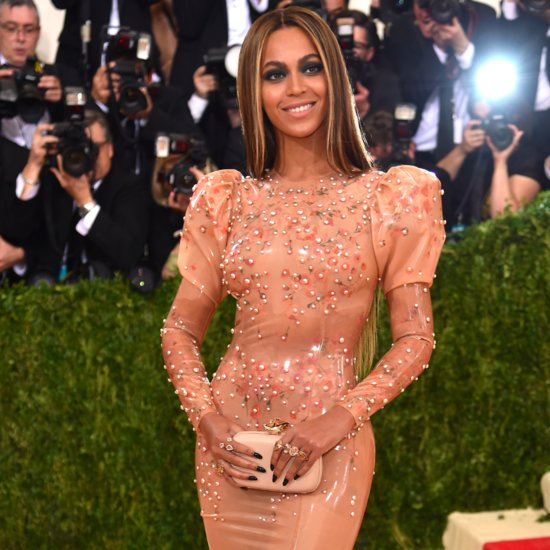 """Beyoncé Shows Up Solo to the Met Gala in an """"Easy"""" Latex Gown"""