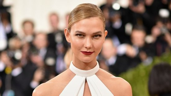 WATCH: Karlie Kloss Literally Cut Off Half Her Met Gala Gown Off To Attend The After Party