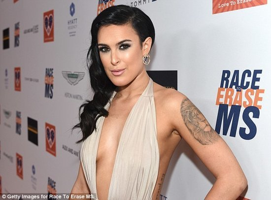 Rumer Willis Claims Photographers Bullied Her By Photoshopping Her Chin