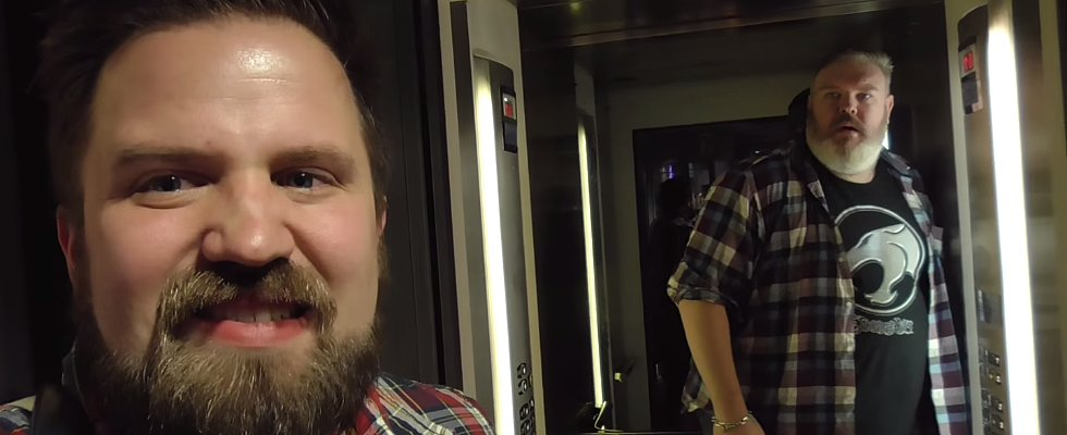 "This Guy Asked Someone to ""Hold the Door,"" and It'll Make You Laugh (Then Cry)"