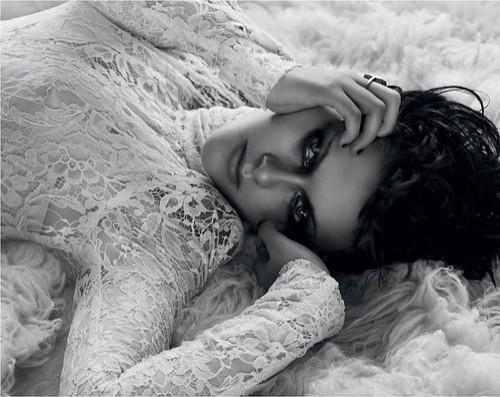 SEXY Kristen Stewart - White Lace Black Eyes.........