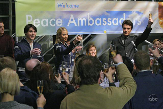 ABC's V Premiere Airs Tuesday, November 3