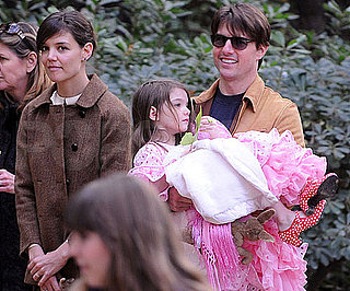 Photo Slide of Tom Cruise, Katie Holmes And Suri Cruise in Seville