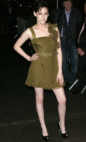 Photo of Kristen Stewart Wearing Green Valentino Dress at NYC Premiere of New Moon 2009-11-20 11:13:48