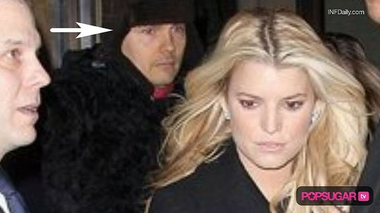 Taylor Lautner on Saturday Night Live, Jessica Simpson and Billy Corgan Dating, Tom Brady and Gisele Bundchen Baby
