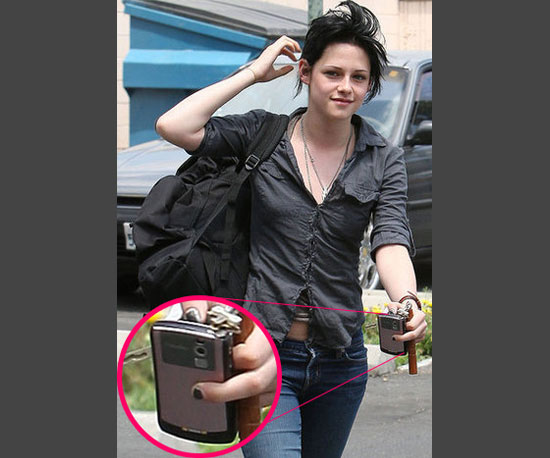 3. Kristen Stewart Has a Pretty Pink BlackBerry