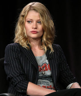 "Emilie de Ravin Calls Robert Pattinson ""Refreshing,"" ""Nice,"" and ""Easy Going"""