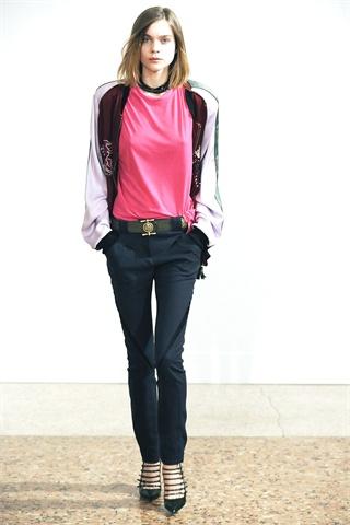 Dundas's Debut Fall 2009 Pucci Collection Minimizes Prints