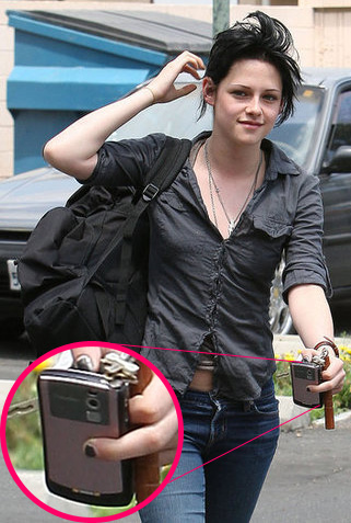 Twilight's Kristen Stewart and Her Pink BlackBerry Curve Cell Phone