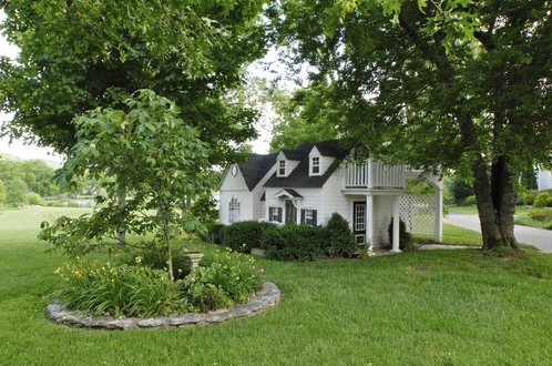 Home garden alan jackson lists his sprawling for Sweetbriar garden homes