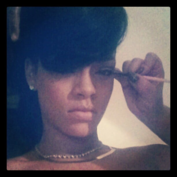 Rihanna got an eyeliner touch-up aboard her aeroplane in the middle of her 777 tour. Source: Instagram user badgalriri