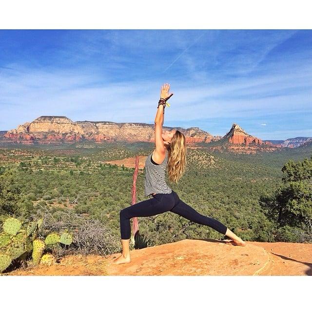 Gisele Bündchen did yoga during a hike in Sedona, AZ. Source: Instagram user giseleofficial