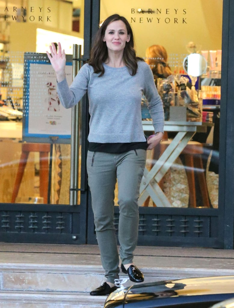 Jennifer Garner stopped by Barneys in LA for a preholiday shopping trip.