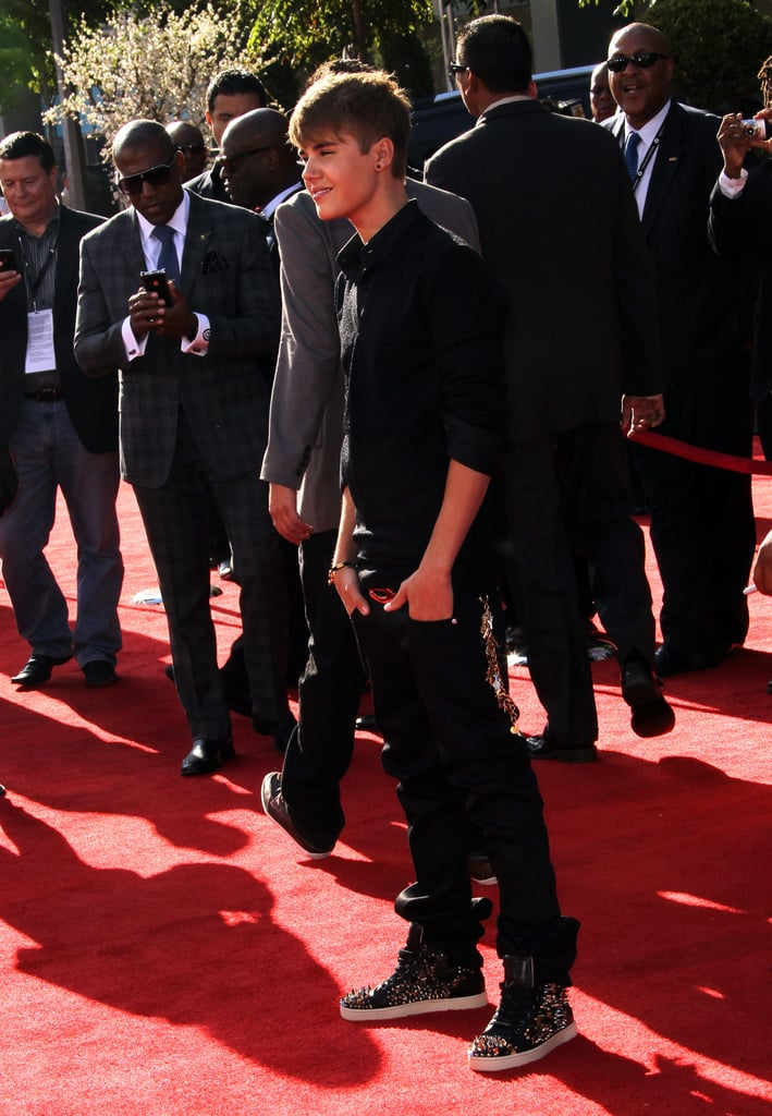 Justin Bieber walked the red carpet solo.