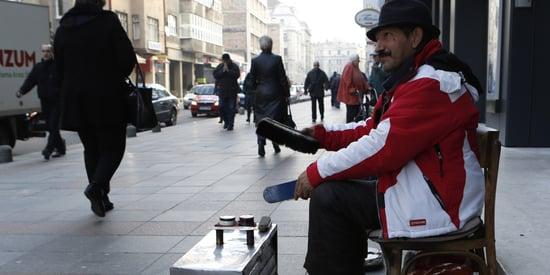 Beloved Sarajevo Shoe Shiner Who Sang Amid Sniper Fire During War Honored After Death