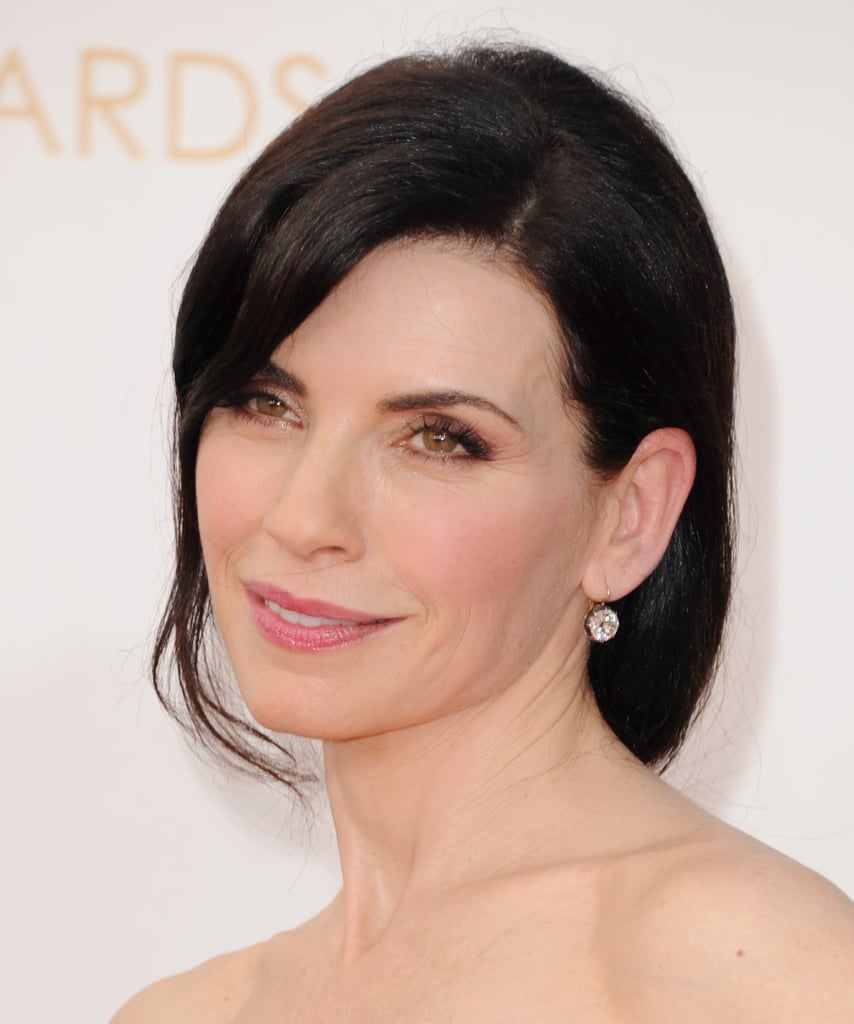 Julianne Margulies makeup was a palette made up of blushing pinks.