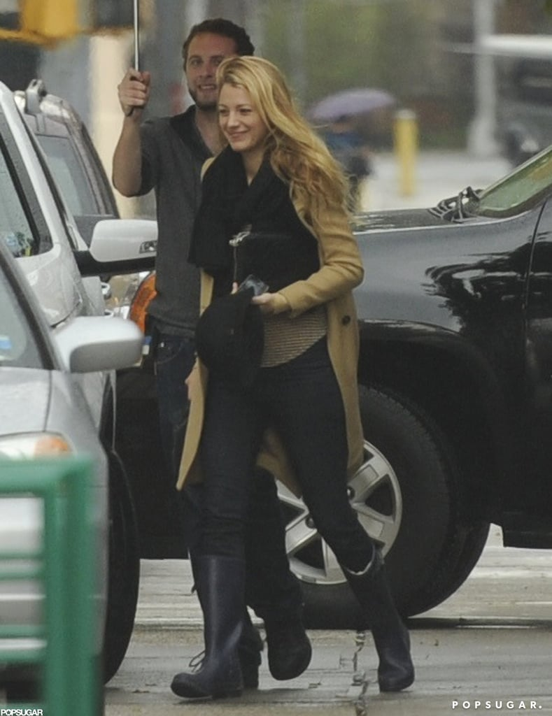Blake Lively had help with her umbrella.