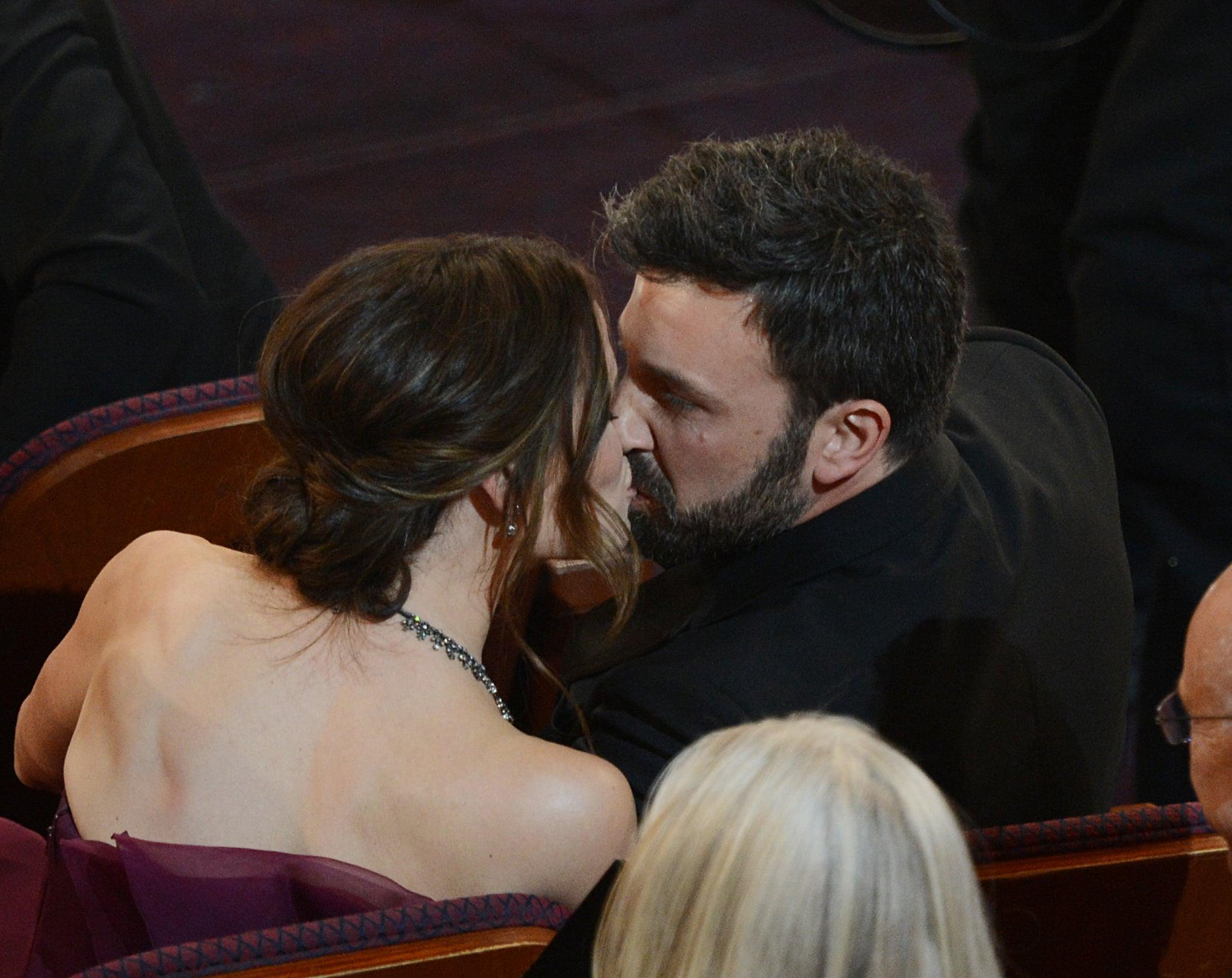 Jennifer Garner and Ben Affleck shared a kiss.
