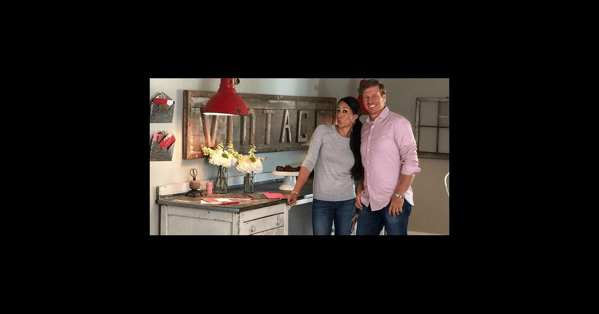 how to get cast on fixer upper popsugar home. Black Bedroom Furniture Sets. Home Design Ideas