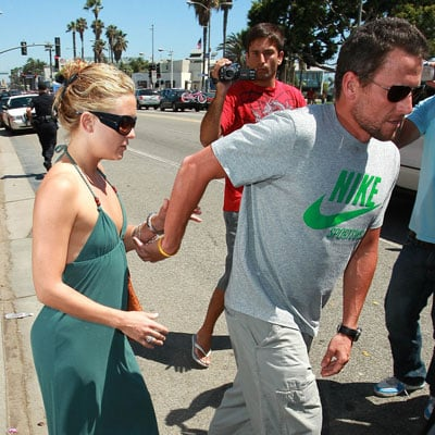 Photo of Lance Armstrong Holding Kate Hudson's Hand as They Leave Lunch with Goldie Hawn