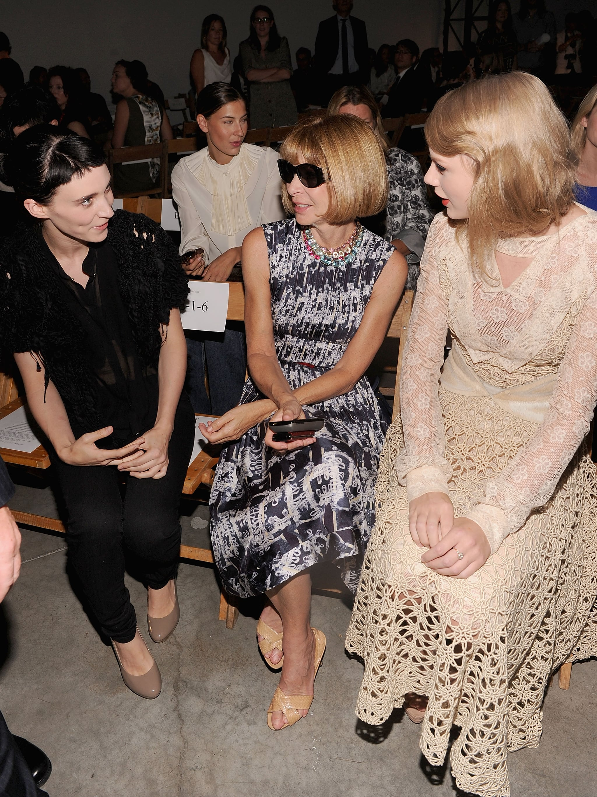 Rooney Mara, Anna Wintour, and Taylor Swift talked at Rodarte in September 2012.