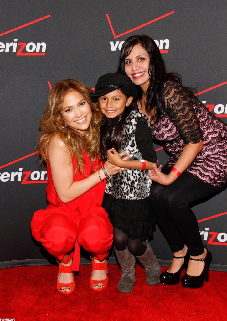 Jennifer Lopez posed for a picture with a young fan.