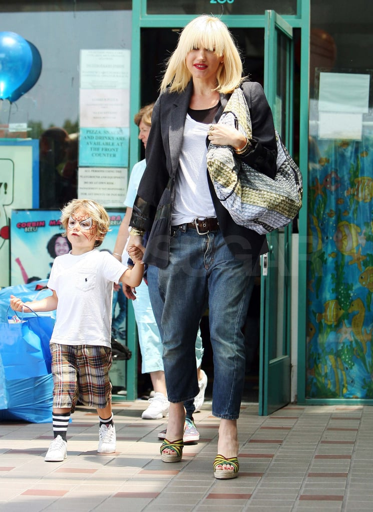 Pictures of Gwen Stefani with Kingston and Zuma