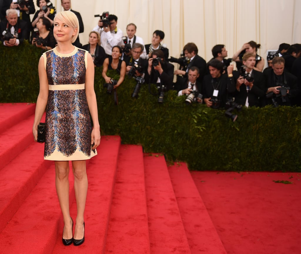Michelle Williams made a solo stop on the staircase.