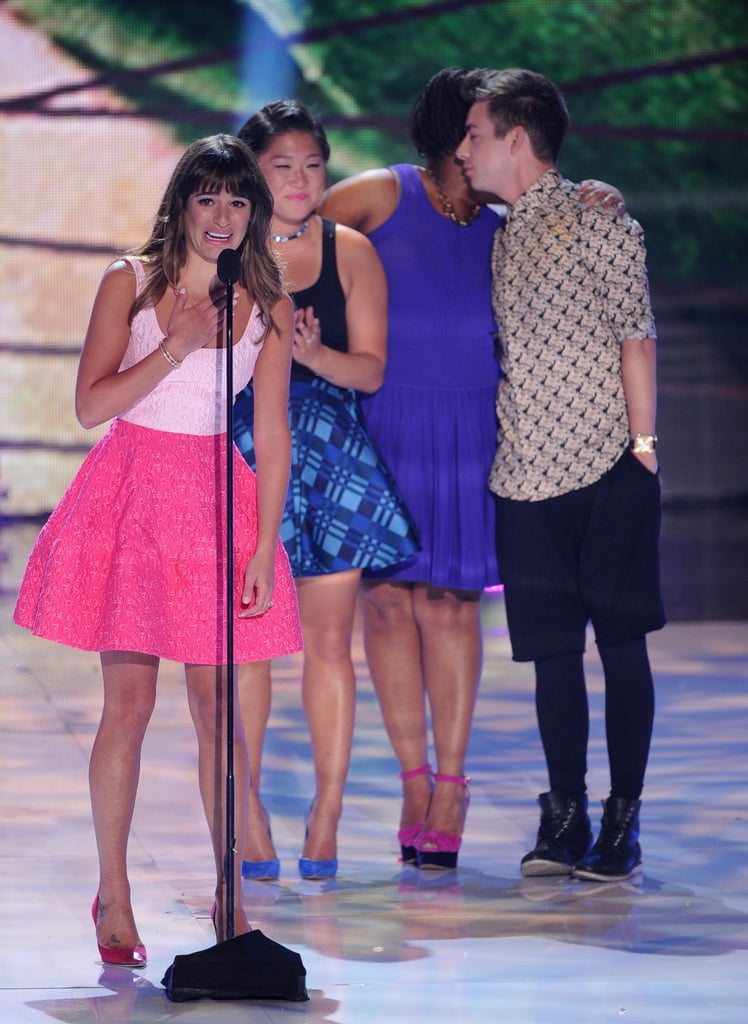 Lea Michele was joined on stage by her Glee castmates at the Teen Choice Awards.