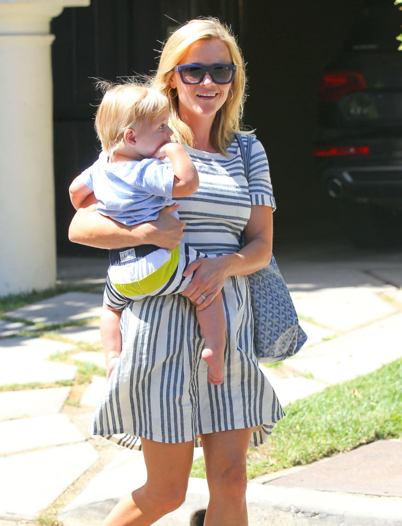 Reese Witherspoon held Tennessee in her arms.