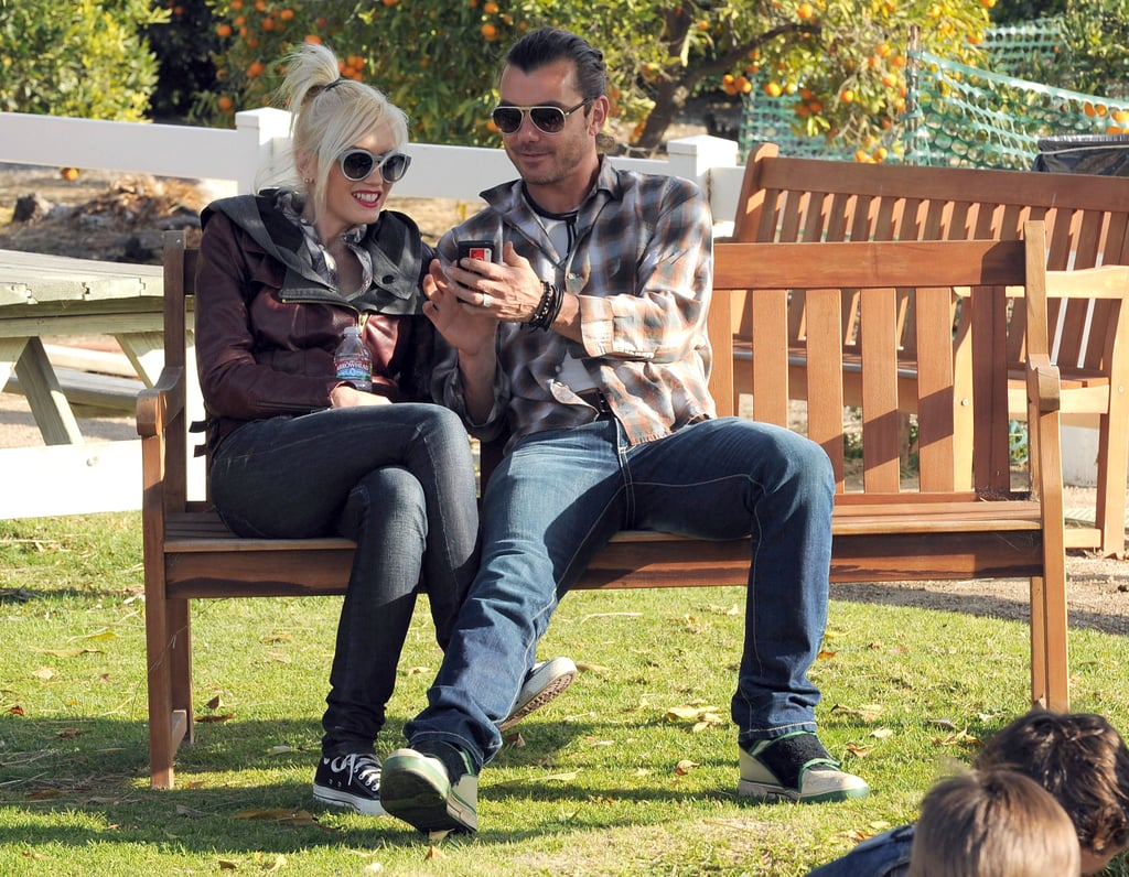 Gavin Rossdale and Gwen Stefani checked out some pictures.