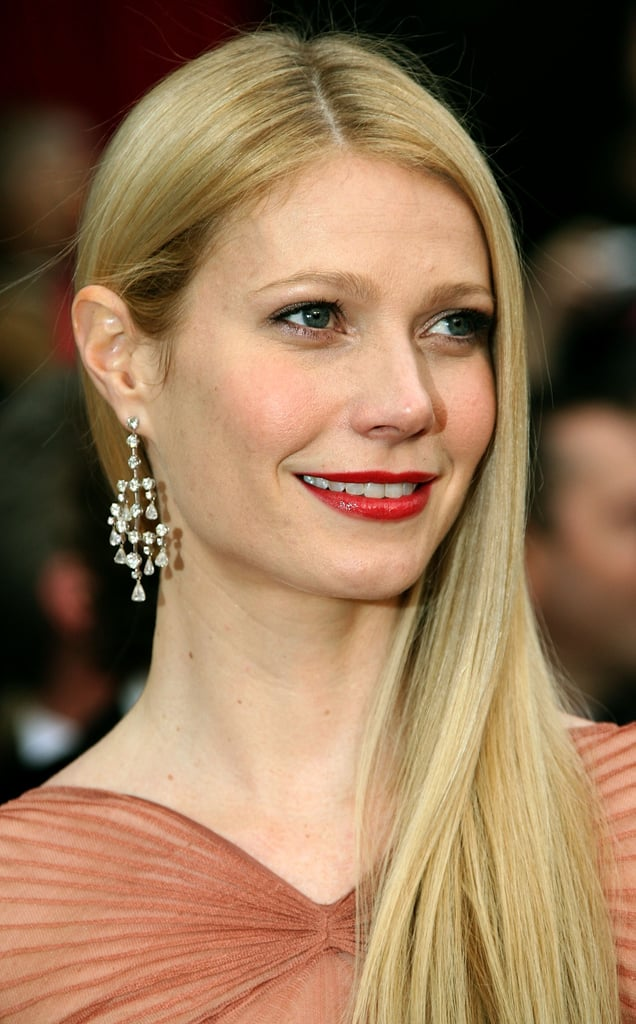With smooth, sideswept strands and bright red lipstick, Gwyneth channeled the look of a modern Old Hollywood starlet at the 2007 Oscars.