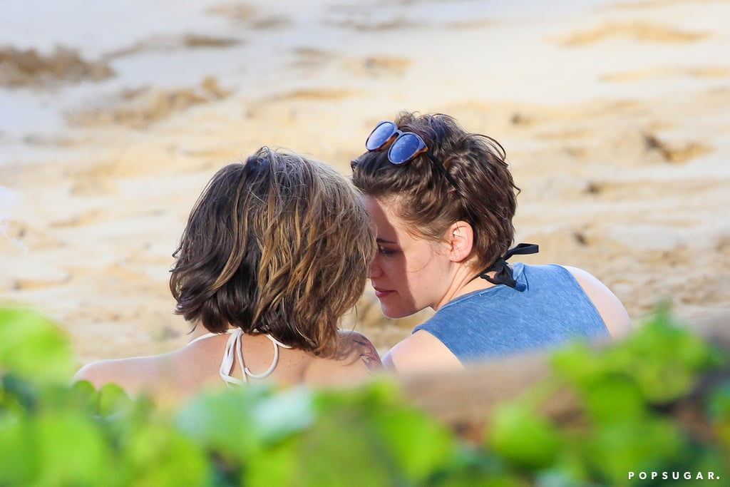 Kristen Stewart and Alicia Cargile kept close during a beach day in Hawaii in January 2015.