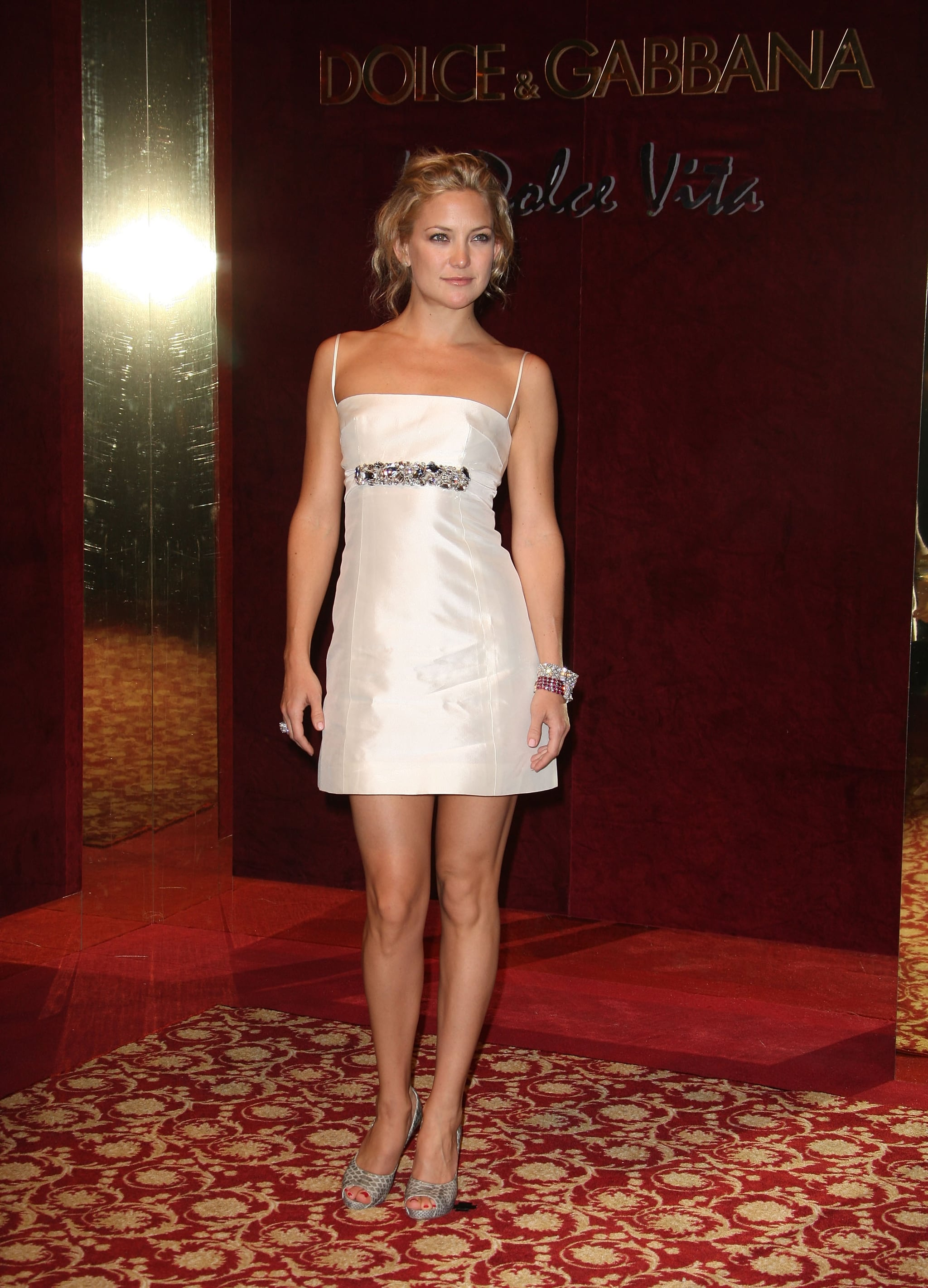 Kate Hudson walked into the Dolce and Gabanna party at the 61st Cannes Film Festival in 2008.