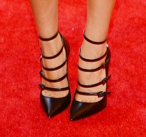 Aubrey Plaza wore black leather gladiator stilettos by Barbara Bui.