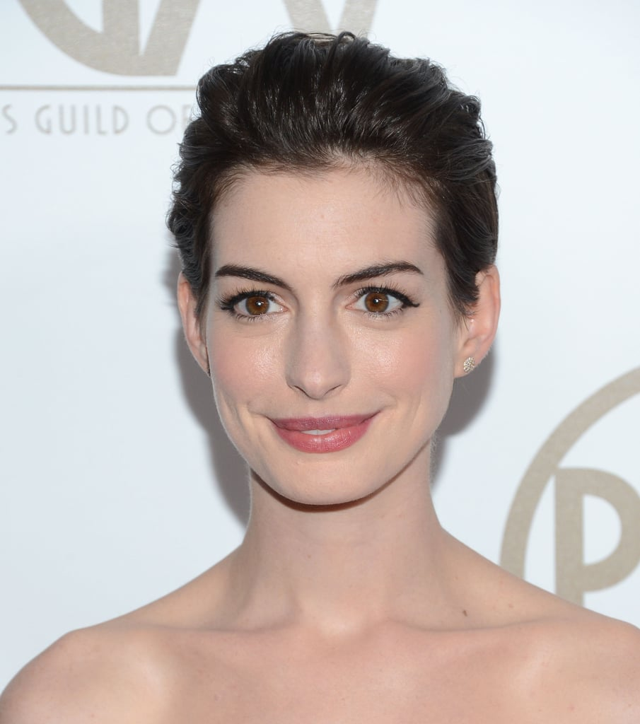 For the Producers Guild Awards, Anne opted for a formal style with sides and bangs combed backward. Call it a toned-town pompadour, if you will.