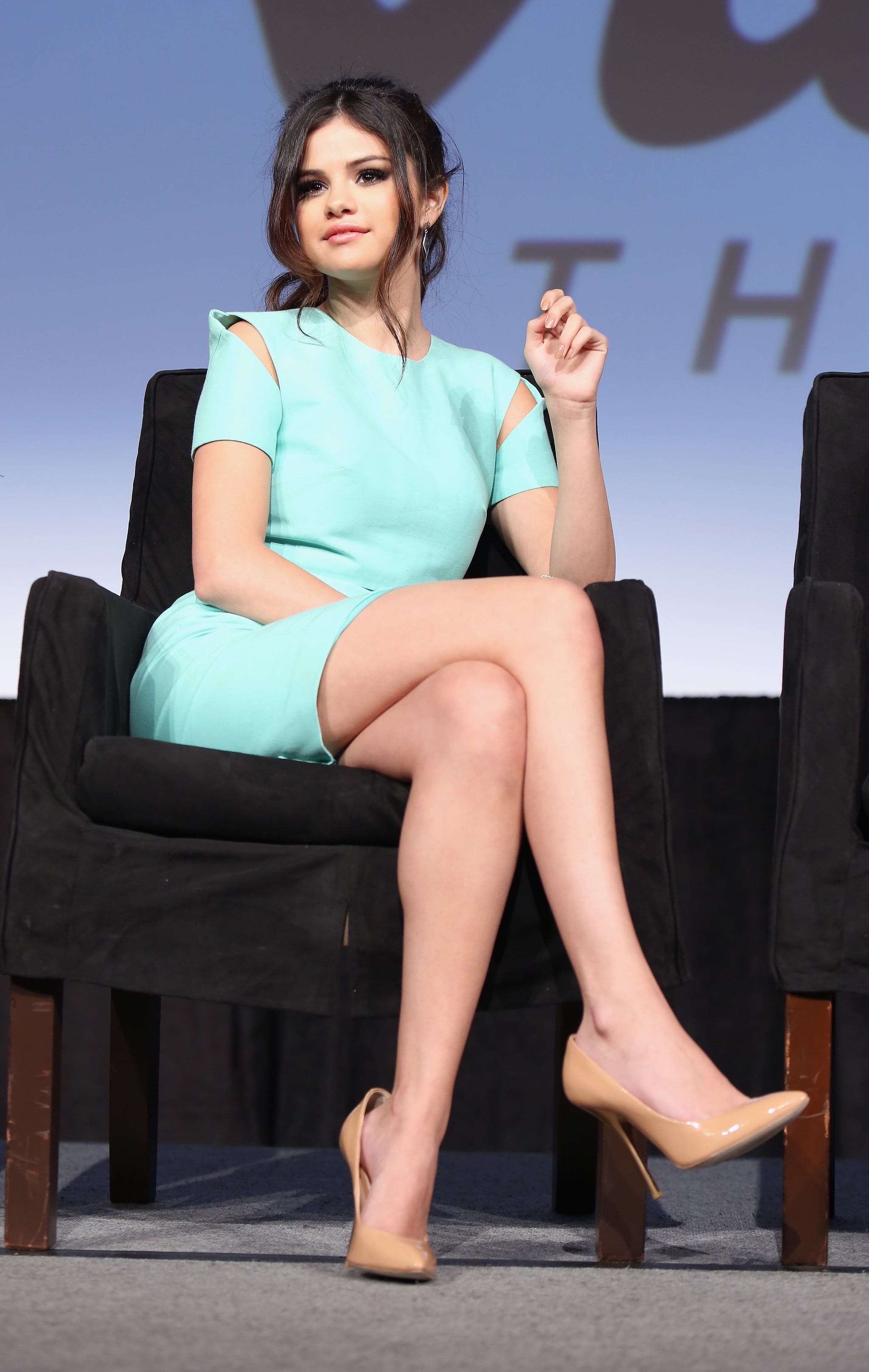 Selena Gomez showed off her stems in a Spring-feeling Cushnie et Ochs sheath on stage, promoting Spring Breakers.