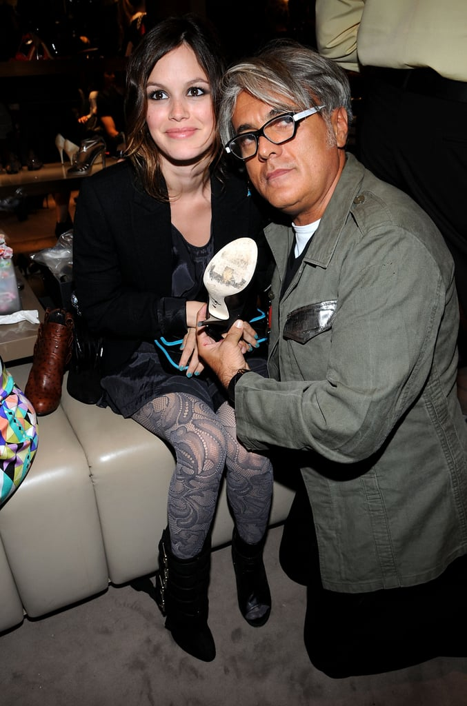 Rachel Bilson tried on shoes with footwear designer Giuseppe Zanotti during the 2009 event.