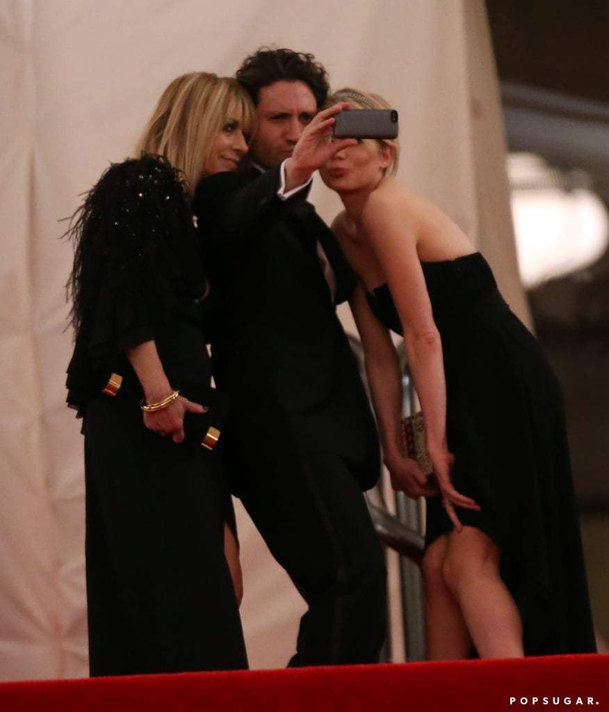 Michelle Williams posed with Kim Gordon and Edgar Ramirez at the Met Gala.